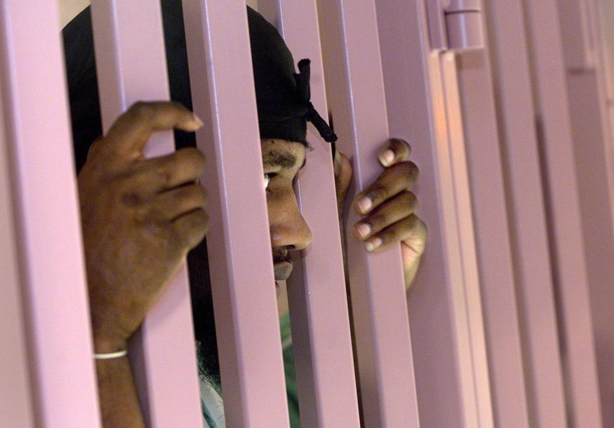"""Nhà tù sơn màu """"hường phấn"""" để giúp tù nhân bớt hung hãn, người trong cuộc chỉ thấy nhục nhã vì buồng giam như phòng ngủ bé gái - Ảnh 2."""