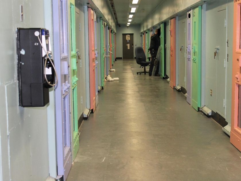 """Nhà tù sơn màu """"hường phấn"""" để giúp tù nhân bớt hung hãn, người trong cuộc chỉ thấy nhục nhã vì buồng giam như phòng ngủ bé gái - Ảnh 5."""