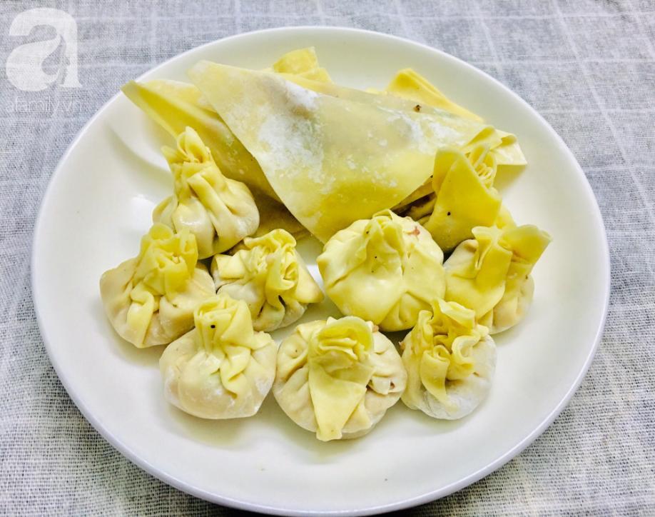 Đón ngày đầu năm đầy may mắn với món hoành thánh bọc trứng muối vàng giòn siêu ngon! - Ảnh 3.