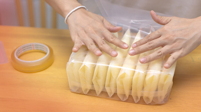 Hiện tượng sữa mẹ bị cháy đông trong ngăn đá liệu có còn an toàn cho bé ăn sau khi rã đông? - Ảnh 2.