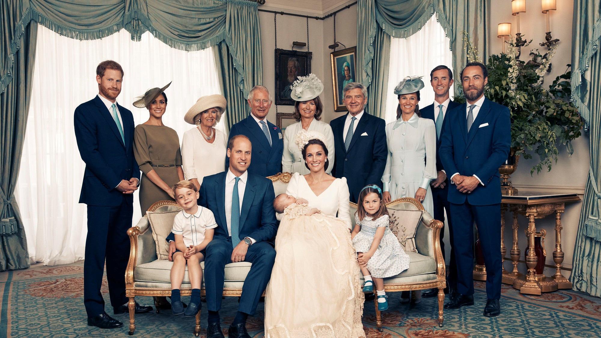 """Meghan Markle bao lần như """"tát vào mặt"""" cả Hoàng gia Anh, lên đồ lấn lướt cả Công nương Diana và Kate Middleton - Ảnh 9."""