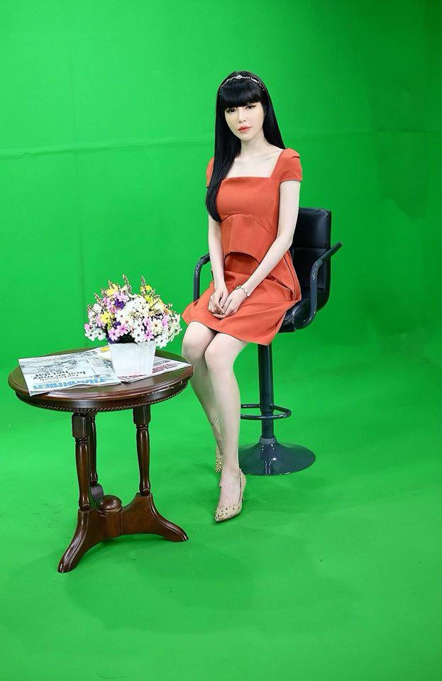 """Elly Trần xuất hiện sau ồn ào bị chồng """"cắm sừng"""", gầy xọp đi trông thấy - Ảnh 3."""