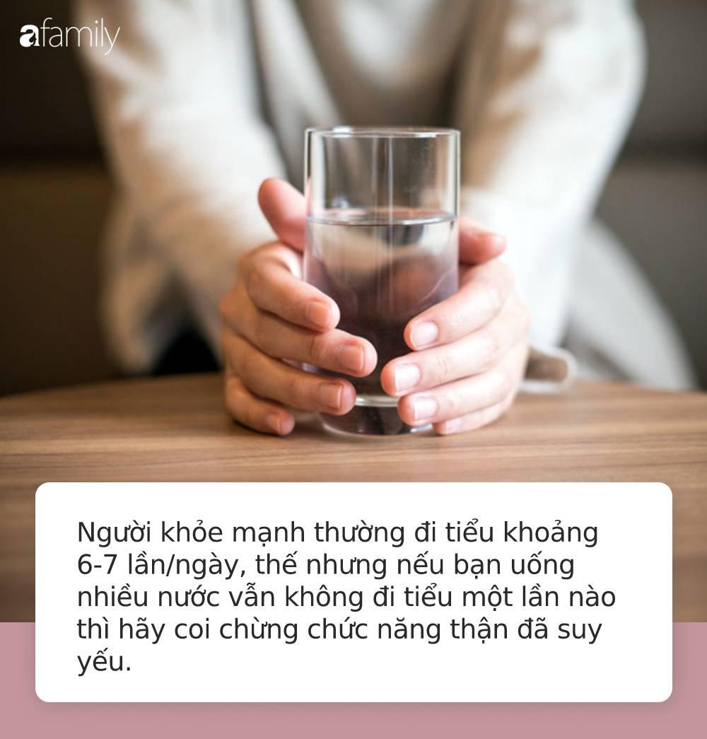 Lần nào uống nước cũng thấy những biểu hiện này chứng tỏ cơ thể bạn đang mắc rất nhiều bệnh nguy hiểm - Ảnh 3.