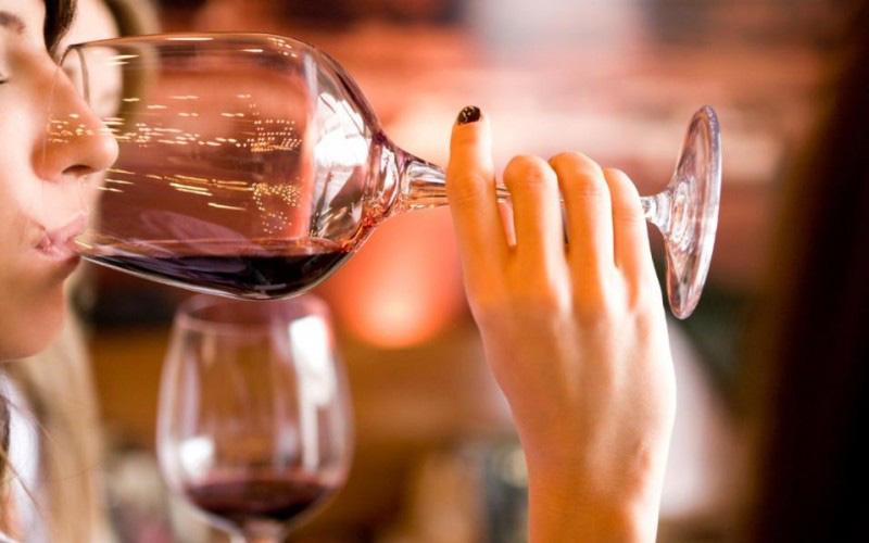 Chống say rượu trong kỳ nghỉ lễ dài: Chị em hãy mách chồng ngay!