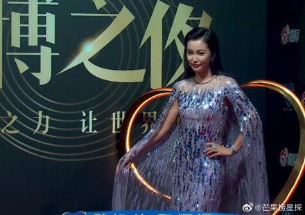 Đêm hội Weibo 2019: Loạt mỹ nhân đình đám bị chê lên chê xuống vì loạt ảnh chưa qua chỉnh sửa - Ảnh 2.