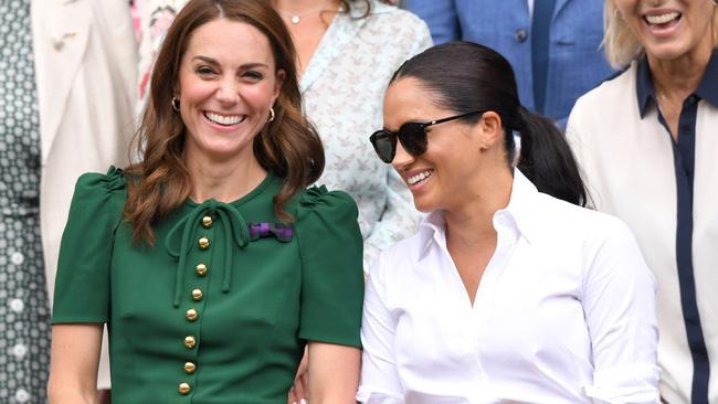 Từng được Kate Middleton sẻ chia bao chuyện làm đẹp - thời trang, Meghan Markle vẫn nói không được ai quan tâm rồi phũ với chị dâu và cả Hoàng gia Anh  - Ảnh 3.