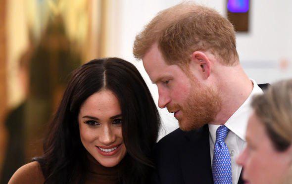 """Hé lộ thông tin Nữ hoàng từng """"nhún nhường"""" cháu dâu Meghan Markle, đích thân gọi điện thoại hỏi thăm nhưng bị đối xử phũ phàng - Ảnh 3."""