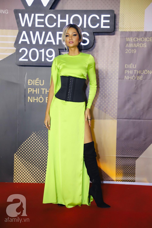 Chẳng đụng trang phục, loạt mỹ nhân Việt lại đụng nhau công thức khoe dáng tại thảm đỏ WeChoice Awards 2019 - Ảnh 3.