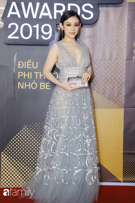 Không hẹn mà gặp, cả dàn Bông hậu Vbiz rủ nhau diện tông màu xanh hottrend trên thảm đỏ Wechoice 2019 - Ảnh 5.