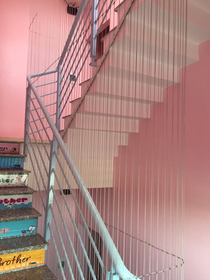 Các loại lưới an toàn cho nhà cao tầng, cầu thang bảo vệ trẻ nhỏ và những điều bạn cần biết khi lắp đặt - Ảnh 2.