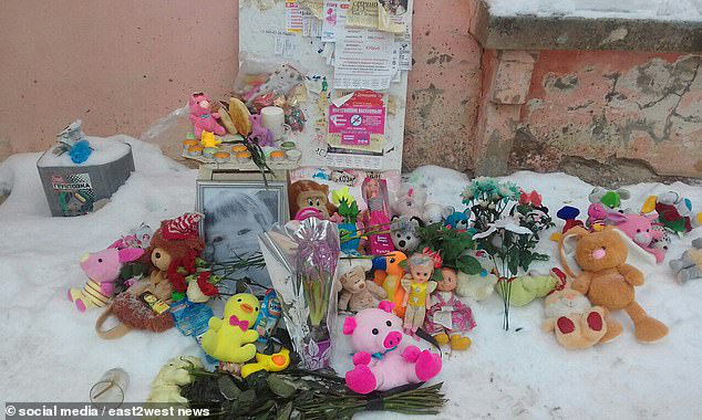 Bé gái  3 tuổi bị bỏ đói đến nỗi phải ăn bột giặt rồi qua đời trong lúc mẹ đi tiệc tùng 1 tuần, hiện trường vụ án gây phẫn nộ - Ảnh 6.