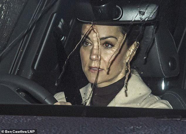 Cuối cùng Công nương Kate cũng chính thức lộ diện sau cú sốc của vợ chồng em dâu Meghan Markle với gương mặt ảm đạm - Ảnh 2.