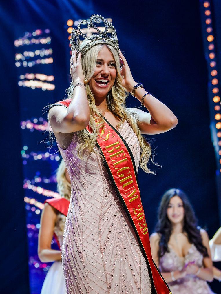 Người đẹp vấp ngã trên sân khấu đến văng cả áo lót, vẫn xuất sắc đăng quang Hoa hậu Bỉ - Ảnh 7.