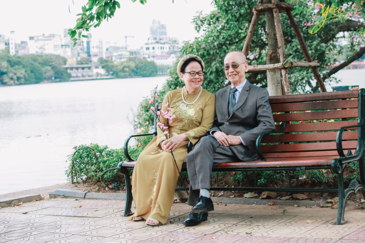 Bộ ảnh chụp kỉ niệm 60 năm ngày cưới siêu lãng mạn tại Hà Nội - Ảnh 1.