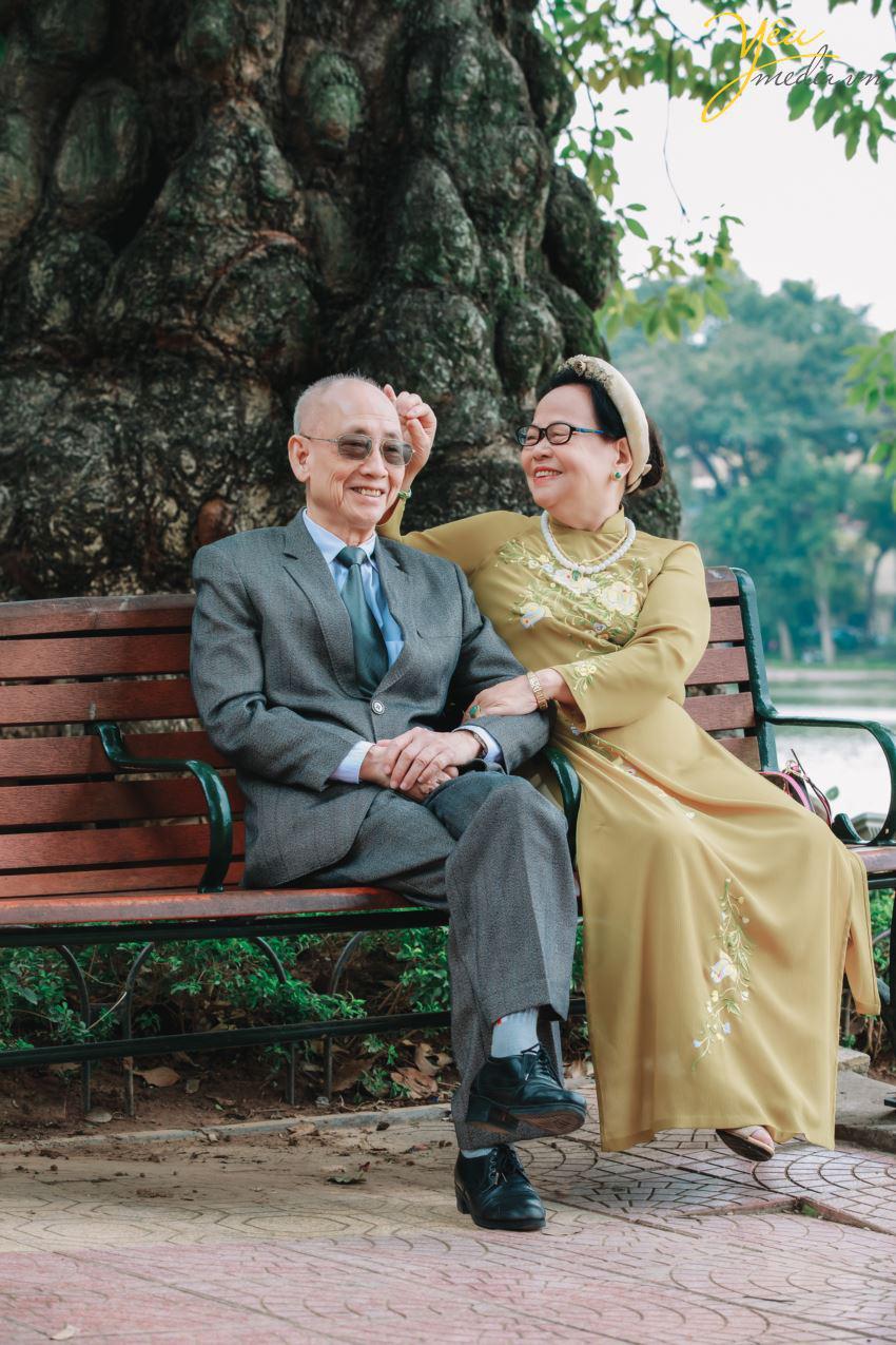 Bộ ảnh chụp kỉ niệm 60 năm ngày cưới siêu lãng mạn tại Hà Nội - Ảnh 2.