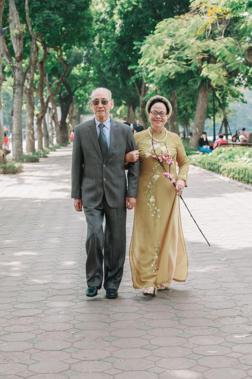 Bộ ảnh chụp kỉ niệm 60 năm ngày cưới siêu lãng mạn tại Hà Nội - Ảnh 4.