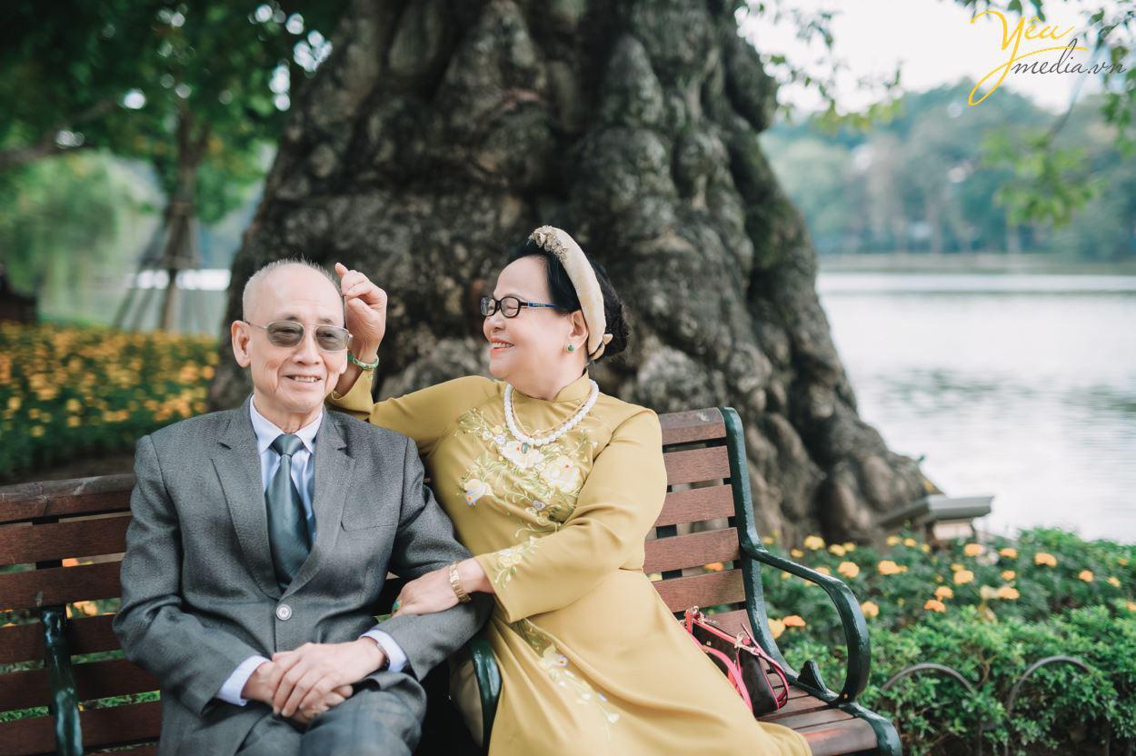 Bộ ảnh chụp kỉ niệm 60 năm ngày cưới siêu lãng mạn tại Hà Nội - Ảnh 9.