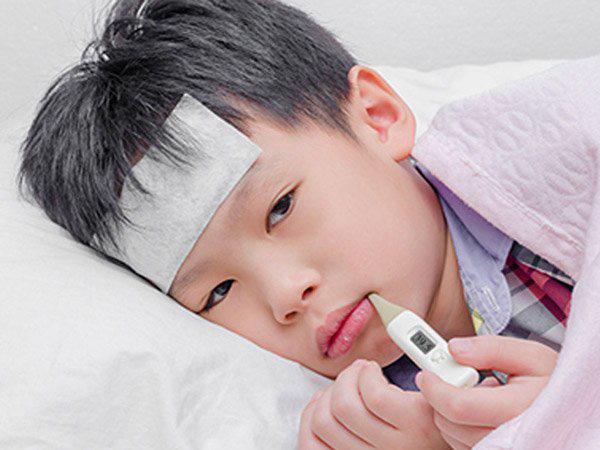Bà mẹ chia sẻ khoảnh khắc đáng sợ khi cậu con trai lên cơn động kinh vì bị nhiễm virus cúm A - Ảnh 1.