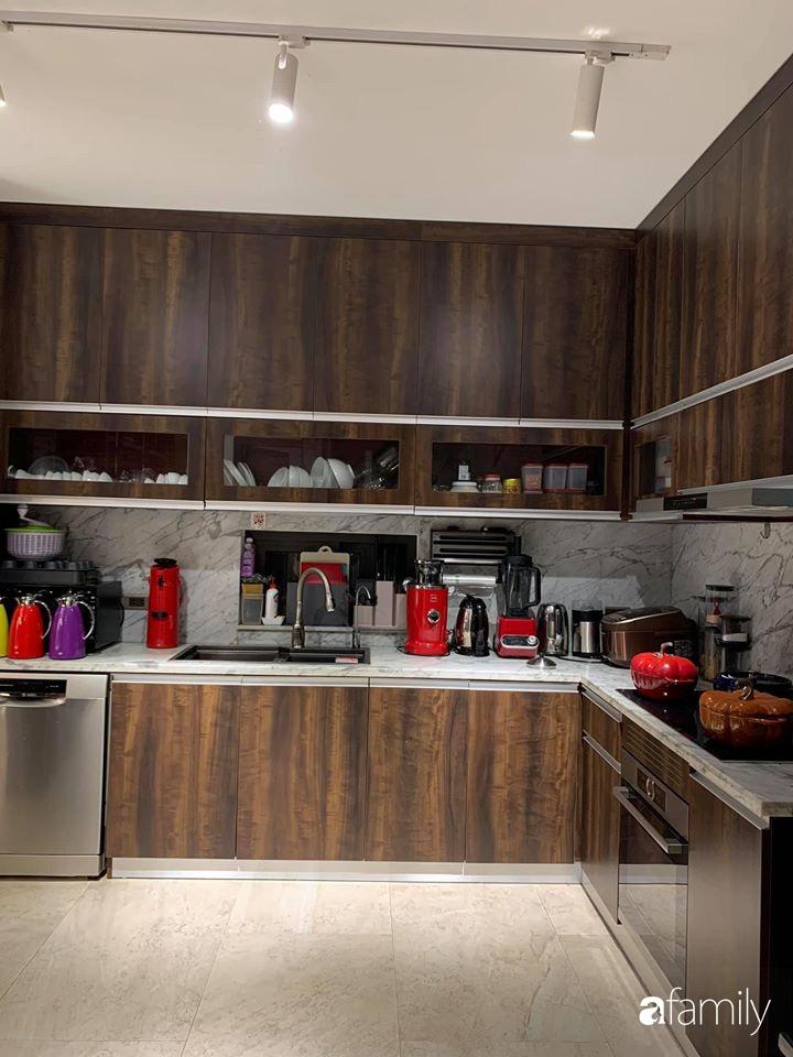"""Căn bếp toàn đồ """"xịn sò"""" của bà mẹ Hà Tĩnh yêu thích làm bánh, nấu nhiều món ngon cho gia đình - Ảnh 2."""