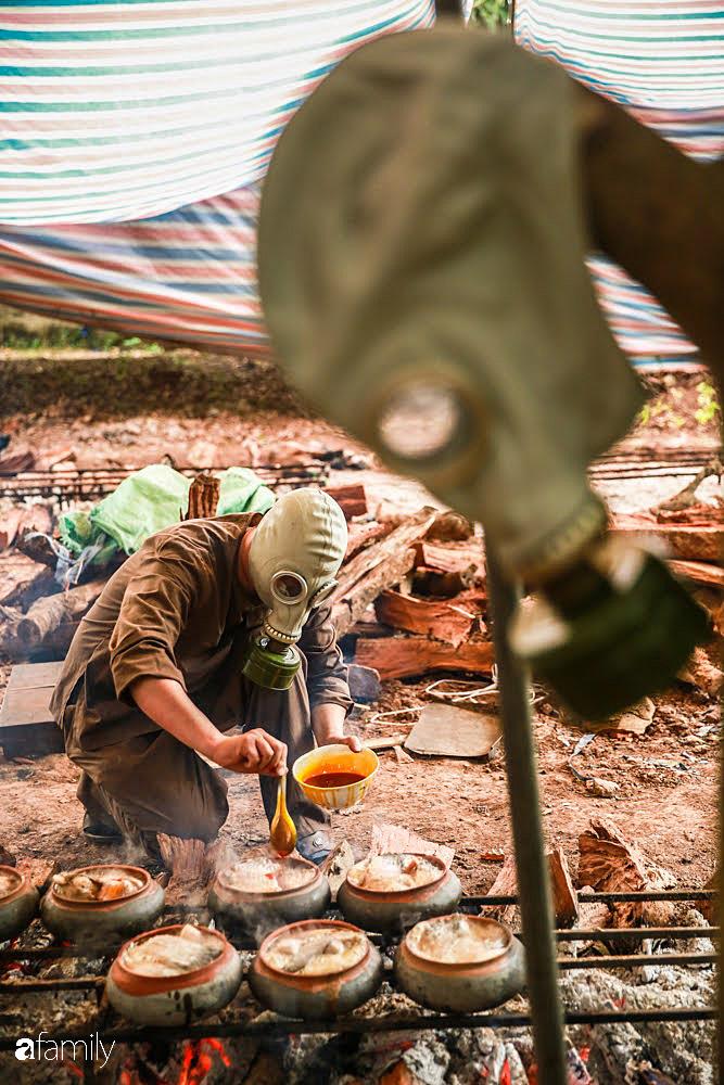 Đeo mặt nạ phòng độc để kho cá ở làng Vũ Đại - bí quyết vượt ải mùa Tết 2020 của những nồi cá bạc triệu - Ảnh 12.