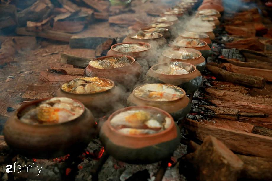 Đeo mặt nạ phòng độc để kho cá ở làng Vũ Đại - bí quyết vượt ải mùa Tết 2020 của những nồi cá bạc triệu - Ảnh 7.