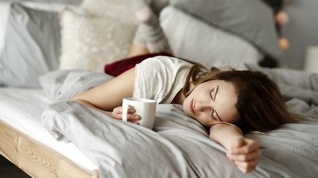 Duy trì bôi thứ này vào lòng bàn chân trước khi ngủ, sáng dậy chị em sẽ thu về lại vô số lợi ích không thua kém gì đan dược - Ảnh 3.