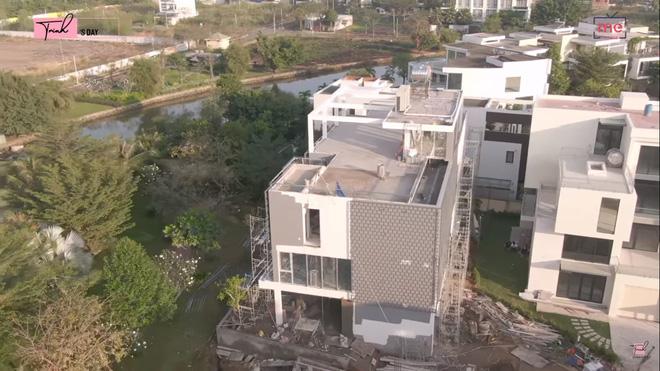 Đầu năm mới, Ngọc Trinh gây choáng khi tiết lộ căn biệt thự đang xây với giá 24 tỷ, chỉ riêng phòng ngủ đã rộng tới 230m2 - Ảnh 3.