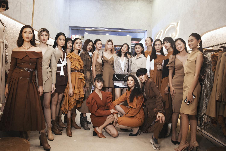 Diva Hồng Nhung điện đầm khoe vòng 1 nóng bỏng ở tuổi 49 đọ sắc cùng siêu mẫu Hà Anh tại sự kiện thời trang - Ảnh 9.