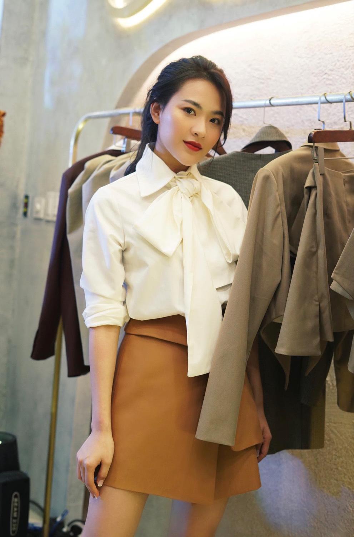 Diva Hồng Nhung điện đầm khoe vòng 1 nóng bỏng ở tuổi 49 đọ sắc cùng siêu mẫu Hà Anh tại sự kiện thời trang - Ảnh 5.