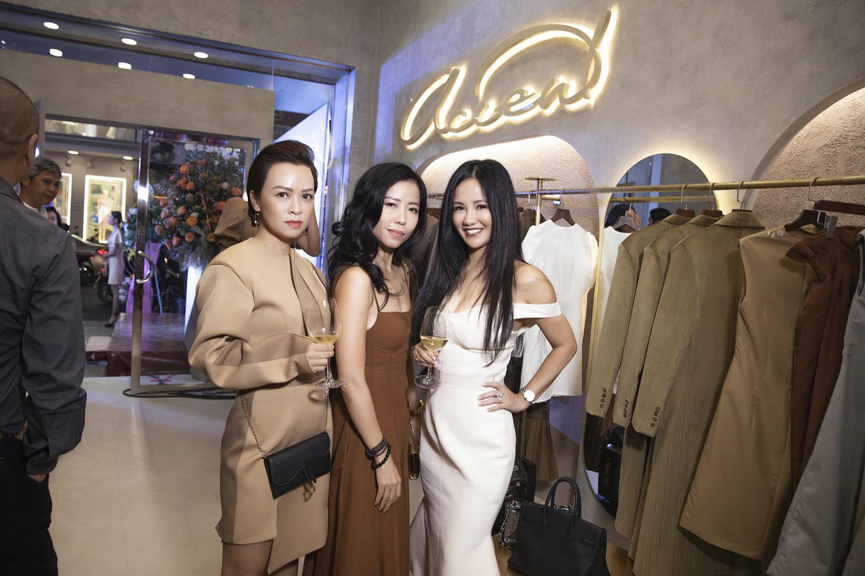Diva Hồng Nhung điện đầm khoe vòng 1 nóng bỏng ở tuổi 49 đọ sắc cùng siêu mẫu Hà Anh tại sự kiện thời trang - Ảnh 2.