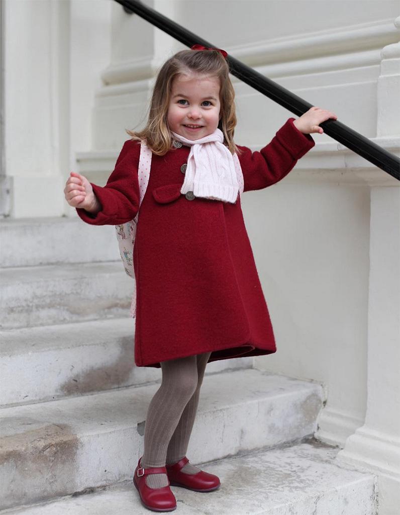 """Dân tình đồn đoán Công chúa nhỏ Charlotte chính là nguồn cảm hứng cho những bộ cánh gây """"tá hỏa"""" của Gucci - Ảnh 2."""