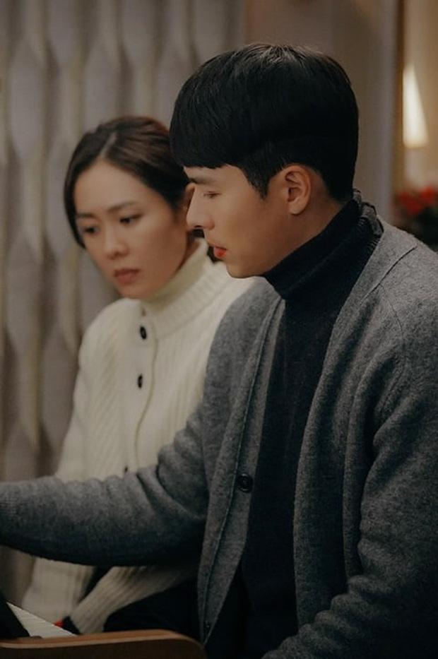 """""""Crash Landing On You"""" tập 9: Son Ye Jin trực trào nước mắt khi gặp lại Hyun Bin, đập tan nghi vấn """"chị đẹp"""" bỏ mạng? - Ảnh 3."""