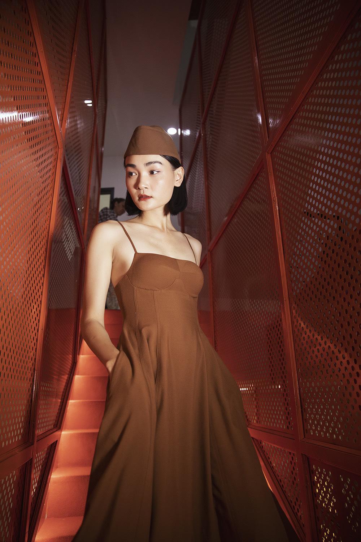 Diva Hồng Nhung điện đầm khoe vòng 1 nóng bỏng ở tuổi 49 đọ sắc cùng siêu mẫu Hà Anh tại sự kiện thời trang - Ảnh 7.