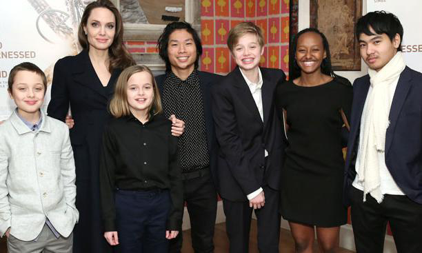 Brad Pitt bị đồn quay lại với vợ cũ, Angelina Jolie tiếp tục nhận nuôi người con thứ 7? - Ảnh 3.