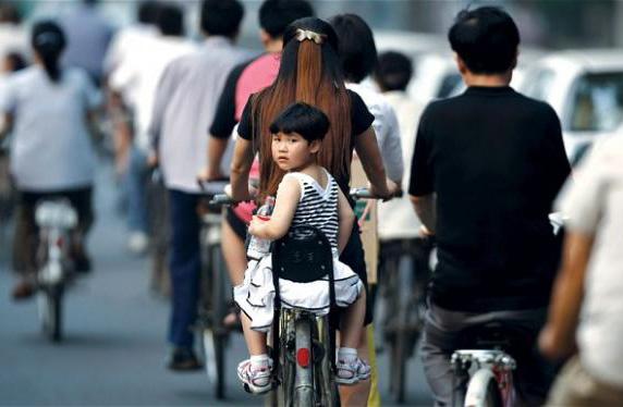 Nỗi sợ hãi sinh con thứ 2 của các bà mẹ ở Trung Quốc và hệ lụy không ngờ của những gia đình chỉ có một con - Ảnh 3.