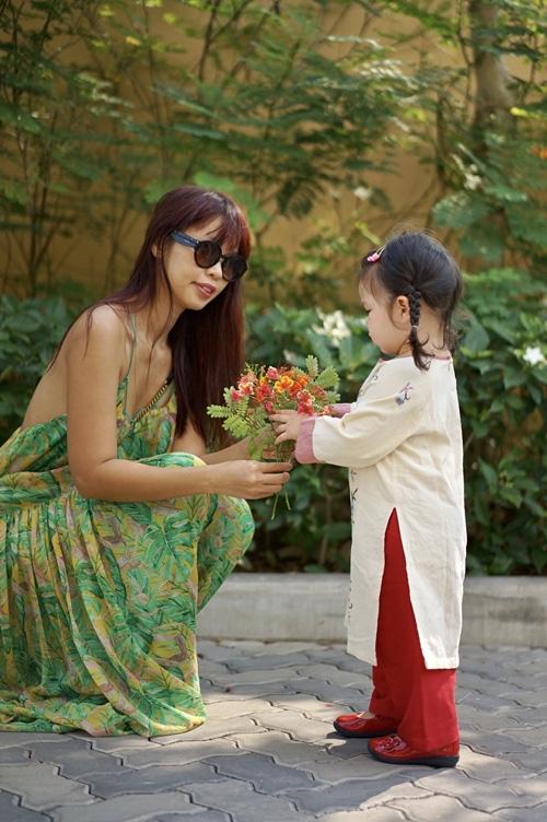 Khi các nhóc tì nhà sao Việt diện áo dài đón Tết: Con gái Hà Anh siê nhí nhảnh, quý từ nhà Đan Trường chững chạc thấy rõ - Ảnh 1.