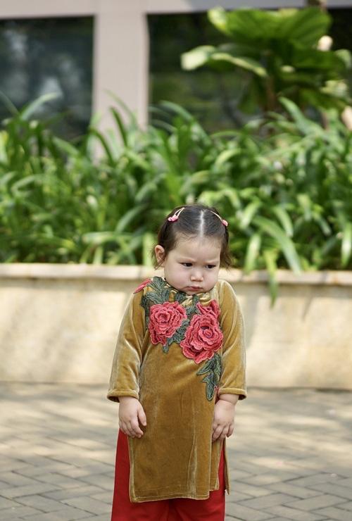 Bé Myla nhà siêu mẫu Hà Anh bị mẹ tung bộ ảnh hậu trường dìm hàng, công chúa bự mông hóa ra cũng có lúc ít long lanh lắm - Ảnh 2.