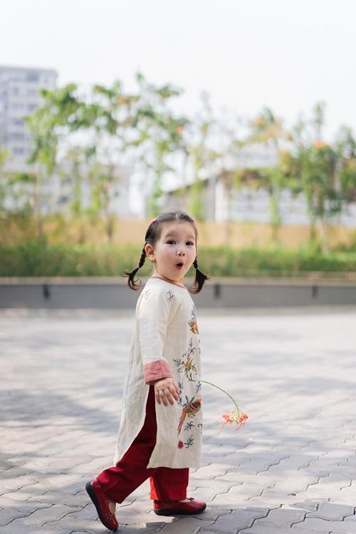 Khi các nhóc tì nhà sao Việt diện áo dài đón Tết: Con gái Hà Anh siê nhí nhảnh, quý từ nhà Đan Trường chững chạc thấy rõ - Ảnh 3.
