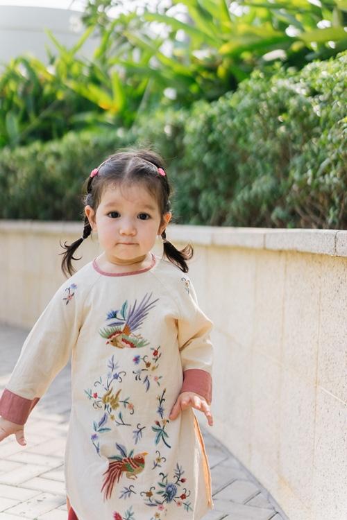 Khi các nhóc tì nhà sao Việt diện áo dài đón Tết: Con gái Hà Anh siê nhí nhảnh, quý từ nhà Đan Trường chững chạc thấy rõ - Ảnh 2.
