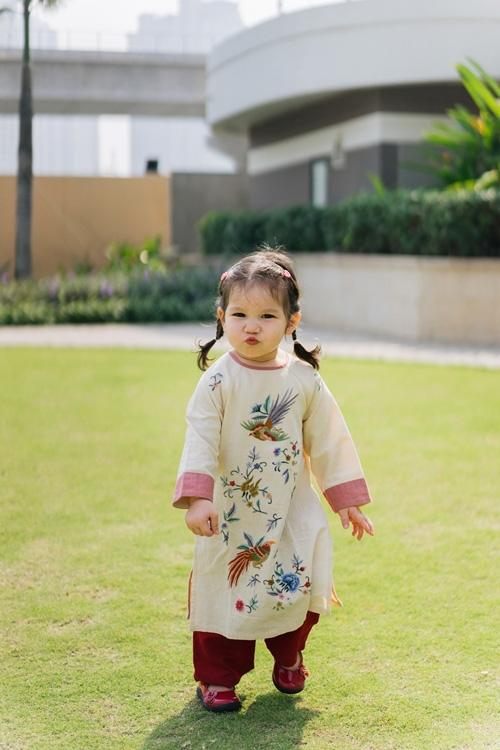 Bé Myla nhà siêu mẫu Hà Anh bị mẹ tung bộ ảnh hậu trường dìm hàng, công chúa bự mông hóa ra cũng có lúc ít long lanh lắm - Ảnh 3.