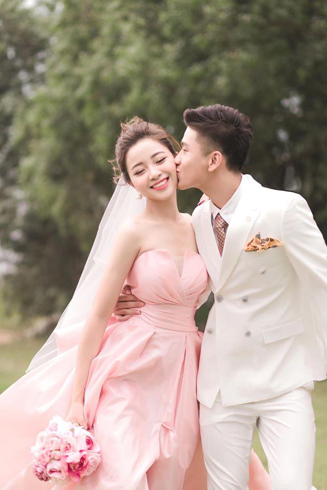 """Vợ Phan Văn Đức khoe bộ ảnh cưới nhận về số lượt like kỷ lục, tuy nhiên có một tấm hình nhìn sao cũng thấy """"sai sai"""" - Ảnh 3."""