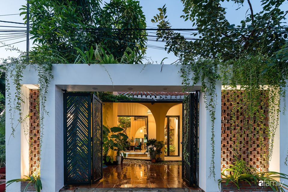 Ngôi nhà gắn liền với những hoài niệm xưa cũ đẹp bình yên dưới những bóng cây ở Quảng Nam - Ảnh 2.