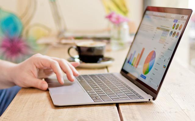 Laptop sau cả năm làm việc đã muốn đình công, dân công sở có nên sắm ngay cái mới dịp giảm giá sâu cận Tết? - Ảnh 4.