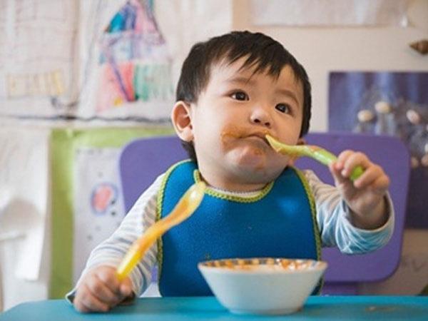 Các kĩ năng phát triển quan trọng trẻ cần đạt được từ 1 tuổi trở lên - Ảnh 3.