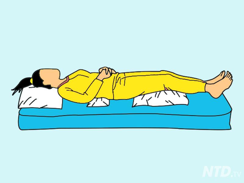 8 tư thế ngủ giúp cải thiện sức khỏe cho dân công sở bị đau lưng, vai và bệnh xoang - Ảnh 1.