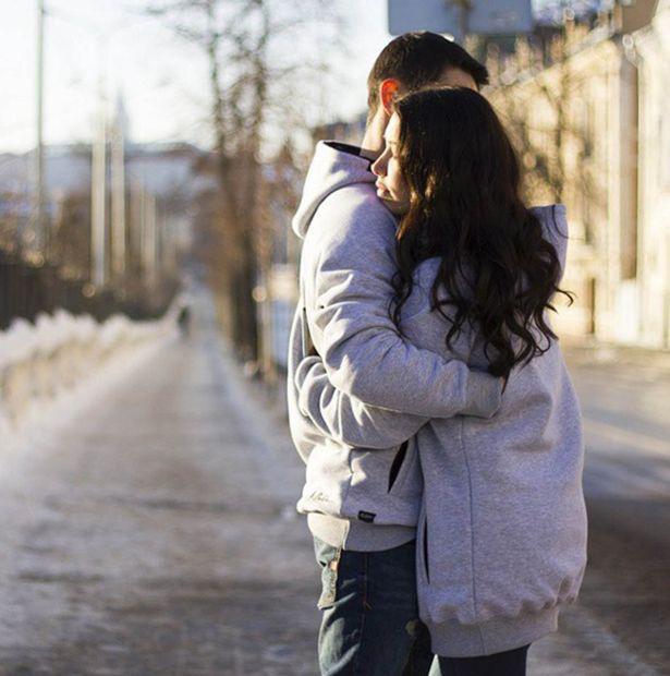 Ngày Tết, các cặp đôi hãy tranh thủ thể hiện tình cảm theo cách này để nhận về vô vàn lợi ích, điều số 4 chị em nào cũng mê - Ảnh 1.