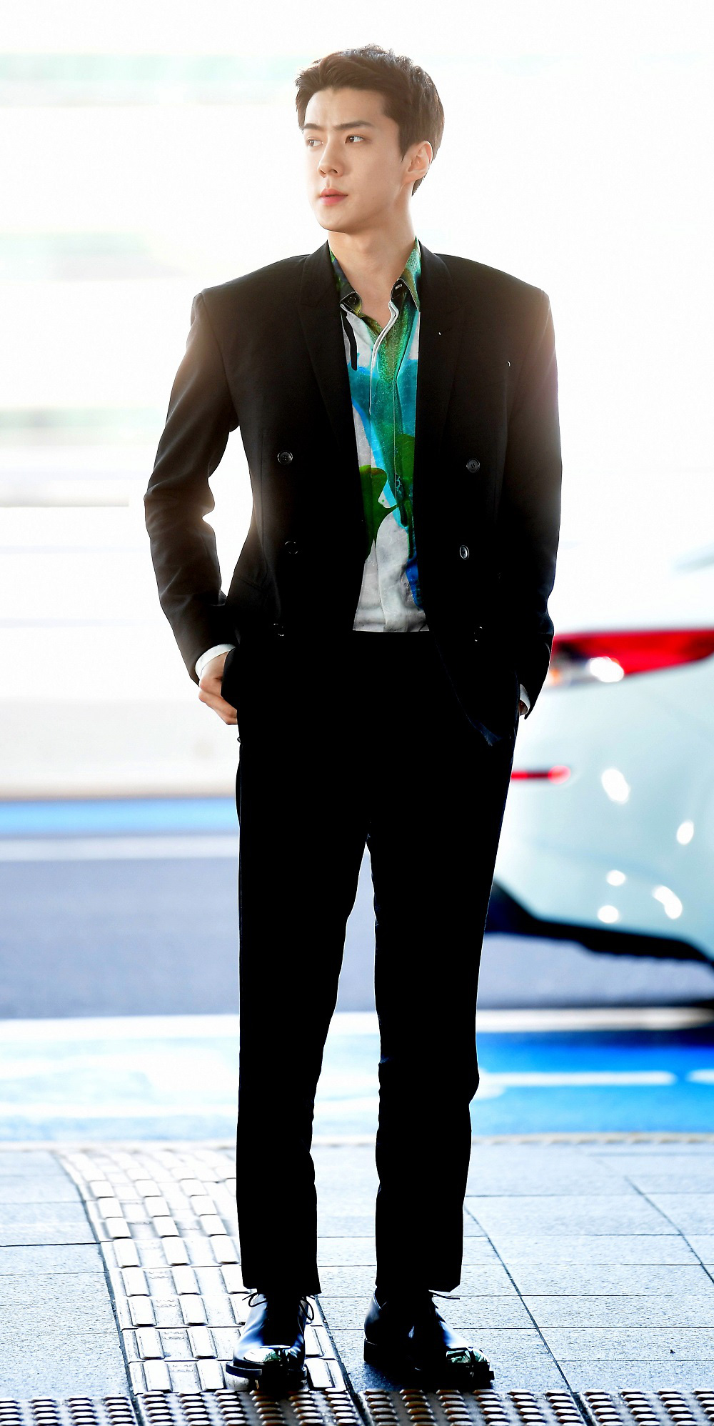 """Hai mỹ nam BTS và EXO """"đại chiến"""" khi diện nguyên cây đồ, netizen nhận định: Người như tổng tài, người chuẩn thiếu gia nhà tài phiệt - Ảnh 3."""