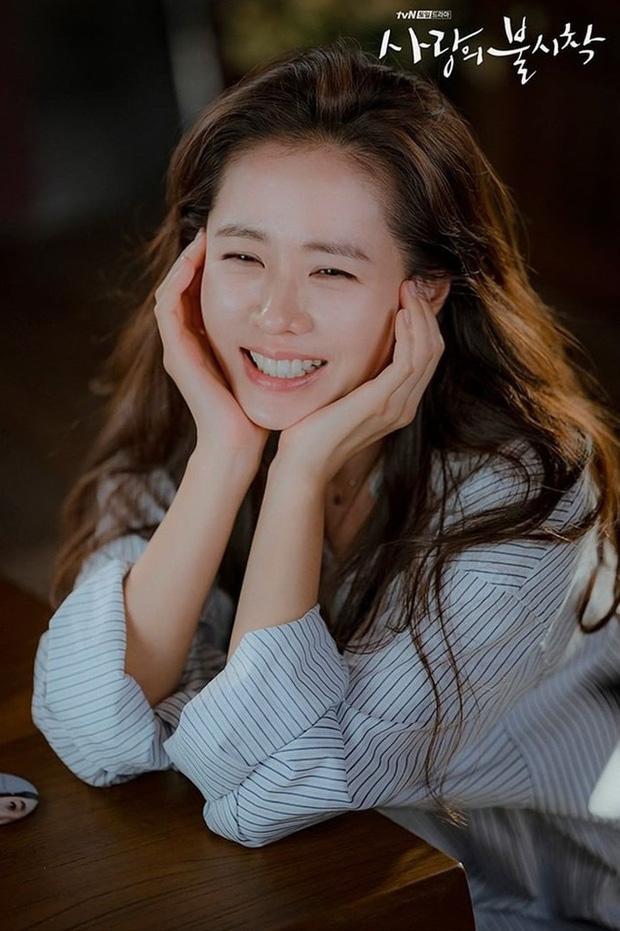 """Nhan sắc U40 của Son Ye Jin trong """"Hạ cánh nơi anh"""": Bí mật bây giờ mới được bật mí - Ảnh 2."""