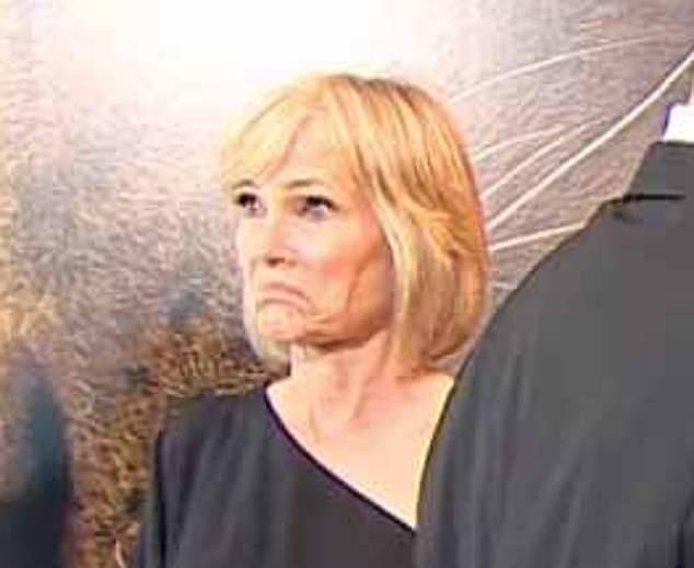 """Lộ khoảnh khắc Harry """"xin việc"""" lộ liễu cho Meghan Markle ngay trong sự kiện, vẻ mặt của người chứng kiến khiến ai cũng phải ngại dùm - Ảnh 3."""
