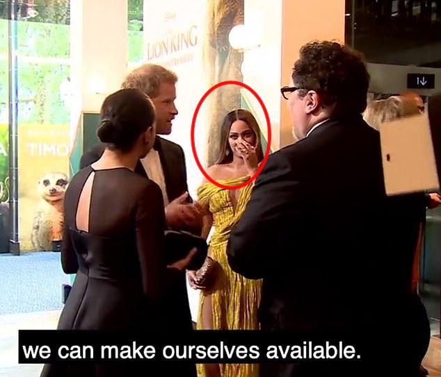 """Lộ khoảnh khắc Harry """"xin việc"""" lộ liễu cho Meghan Markle ngay trong sự kiện, vẻ mặt của người chứng kiến khiến ai cũng phải ngại dùm - Ảnh 2."""